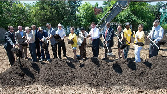 Mayor Walsh joined state and local leaders in announcing the transformation of a plot of land in Roxbury into an urban garden. (Mayor's Office photo by Jeremiah Robinson).